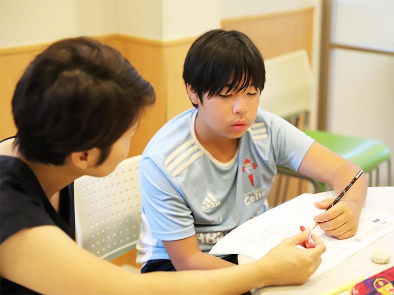 英検受験対策クラスのレッスン風景