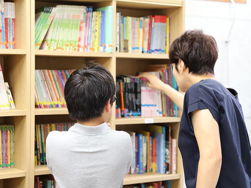 英語多読クラスのレッスン風景